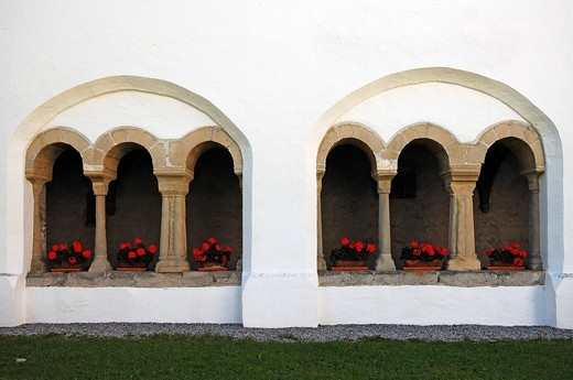 Exterior view of the late Gothic cloister, 1470 _ 1491, Welfenmuenster, formerly Steingaden Abbey Church, Welfenstrasse 2, Steingaden, Upper Bavaria, Bavaria, Germany, Europe : Stock Photo