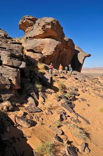 Group of tourists, people hiking on Tasset Plateau, Tassili n´Ajjer National Park, Unesco World Heritage Site, Wilaya Illizi, Algeria, Sahara, North Africa : Stock Photo