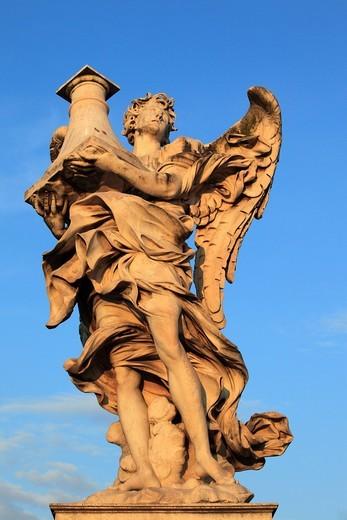 Angel figure on the Ponte Sant´Angelo bridge, Rome, Italy, Europe : Stock Photo