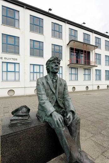 Stock Photo: 1848-558982 Sculpture of a captain in front of the Maritime Institute De Ruyter, Academy of the seafaring professions, Vlissingen, Walcheren, Zeeland, Netherlands, Benelux, Europe