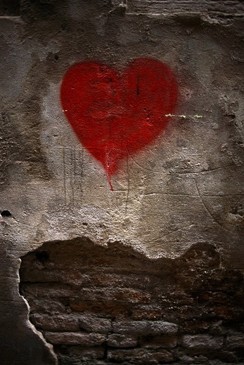 Stock Photo: 1848-559976 Red heart on damaged wall, Venice, Italy, Europe