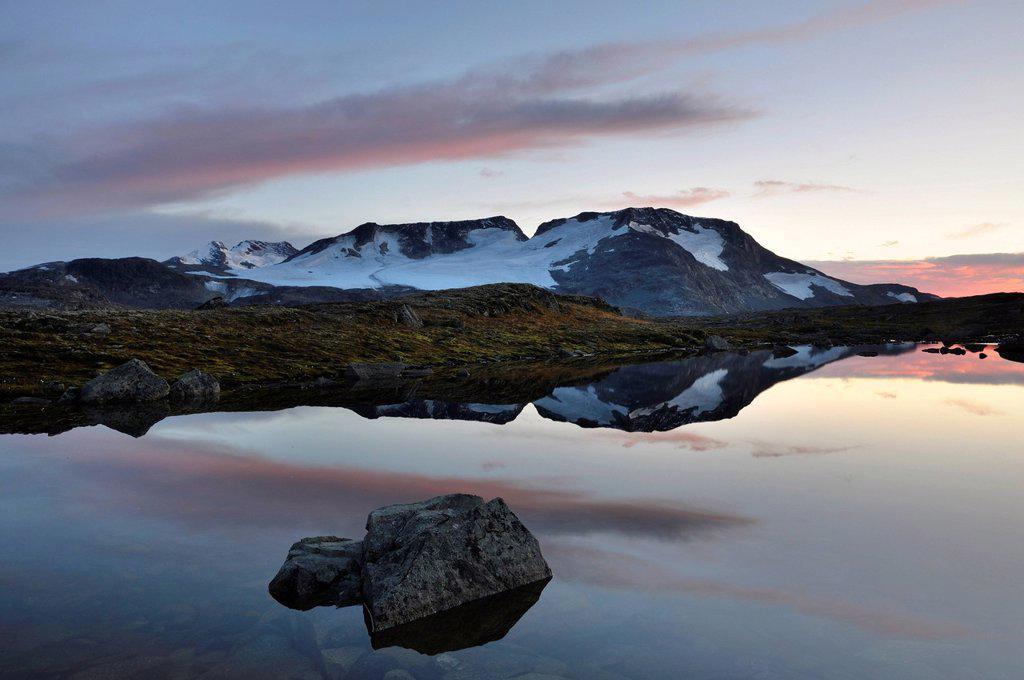Stock Photo: 1848-561058 Lake Fantesteinsvatnet looking towards Fannaraki Mountain, Jotunheimen National Park, Norway, Europe