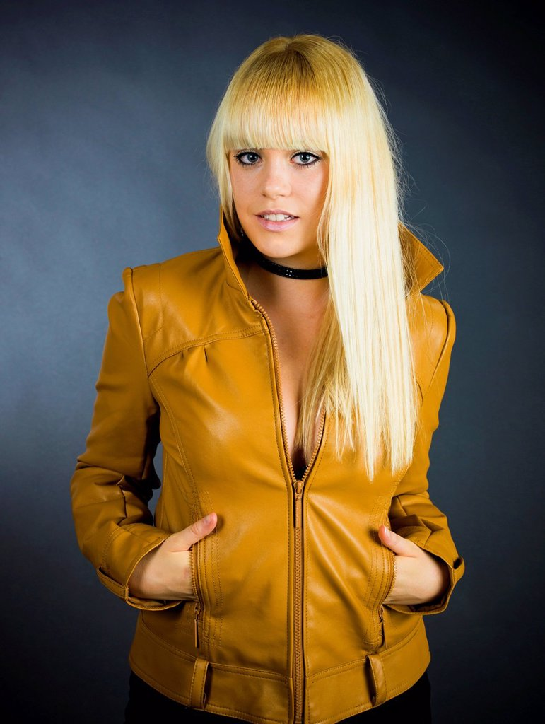 Stock Photo: 1848-561711 Young blond woman wearing a leather jacket