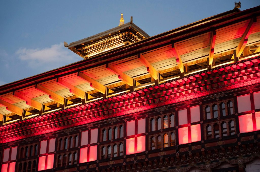 Stock Photo: 1848-561989 Building illuminated with coloured lights, seat of the government, Tashichho Dzong, capital of Thimphu, the Himalayas, Kingdom of Bhutan, South Asia, Asia