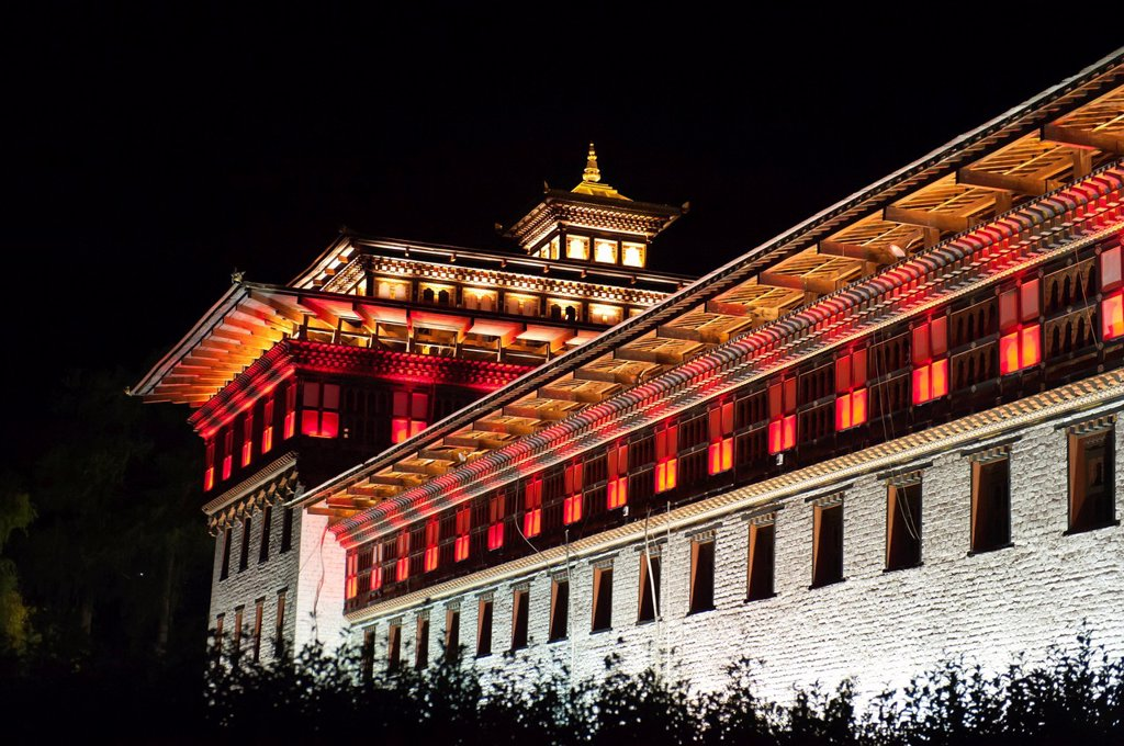 Building illuminated with coloured lights at night, seat of the government, Tashichho Dzong, capital of Thimphu, the Himalayas, Kingdom of Bhutan, South Asia, Asia : Stock Photo