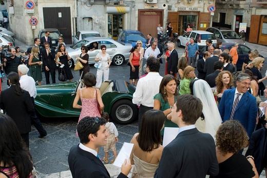 Stock Photo: 1848-56206 Wedding party in front of the cathedral in Bari, Apulia, Southern Italy, Europe