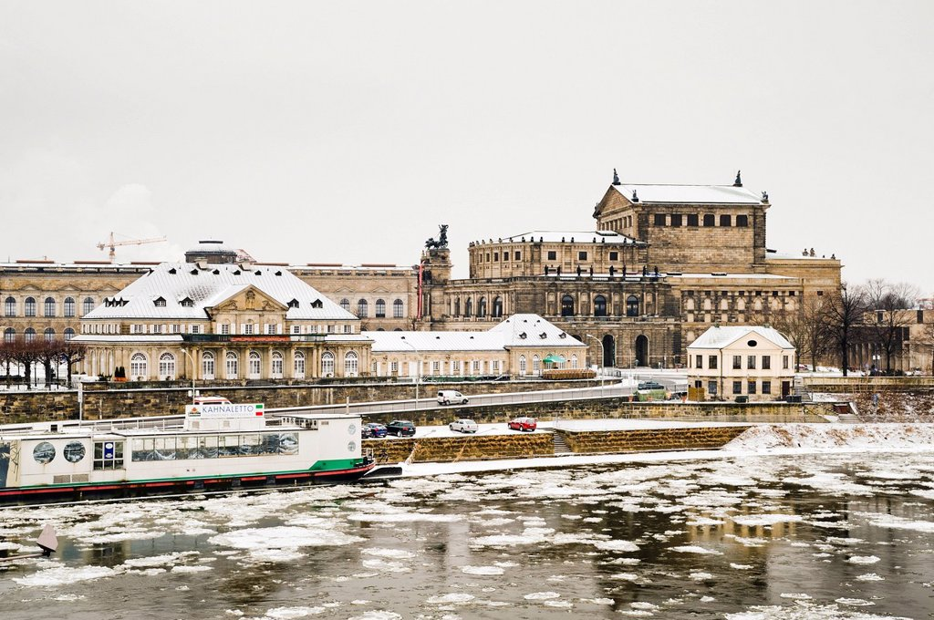 Bank of the Elbe River in the snow, the Elbe is closed to shipping, the White Fleet ships are at anchor, Dresden, Saxony, Germany, Europe, PublicGround : Stock Photo
