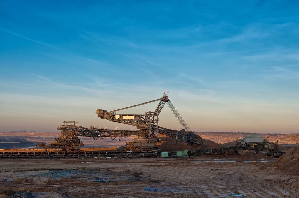 Bucket_wheel excavator at the edge of the Garzweiler pit on a winter morning, Grevenbroich, North Rhine_Westphalia, Germany, Europe, Germany : Stock Photo