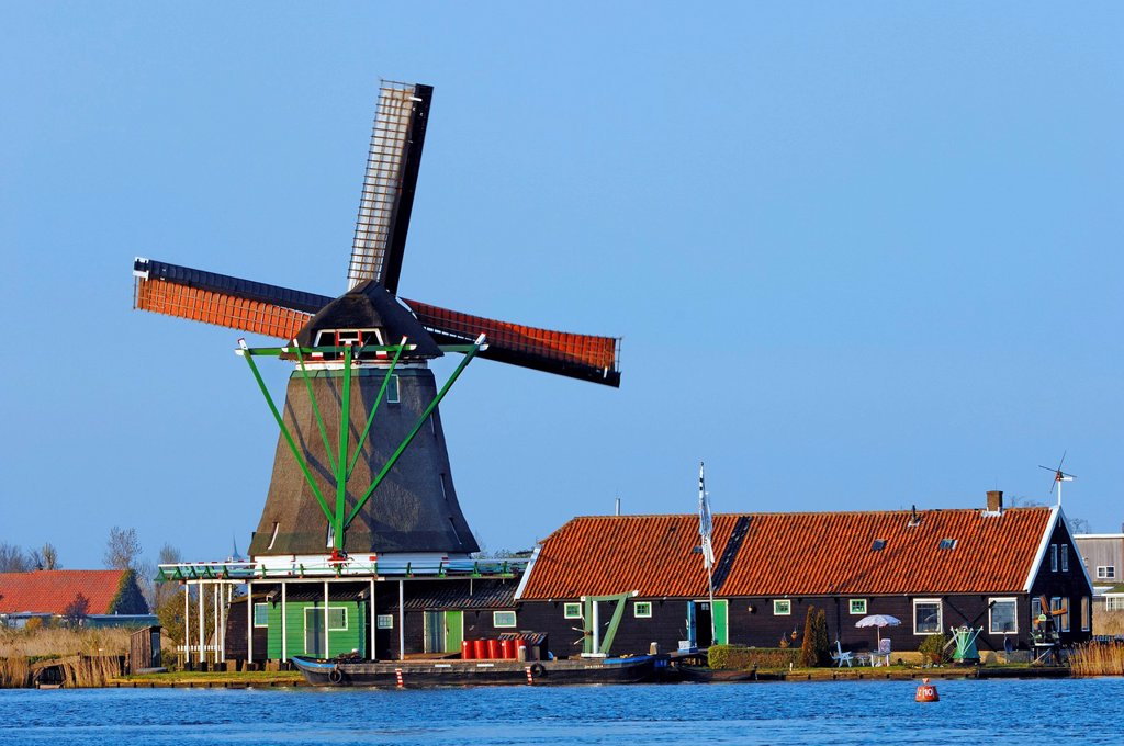 Stock Photo: 1848-562696 Windmill and house in Zaanse Schans open_air museum, Zaanstad, North Holland, Holland, Netherlands, Europe