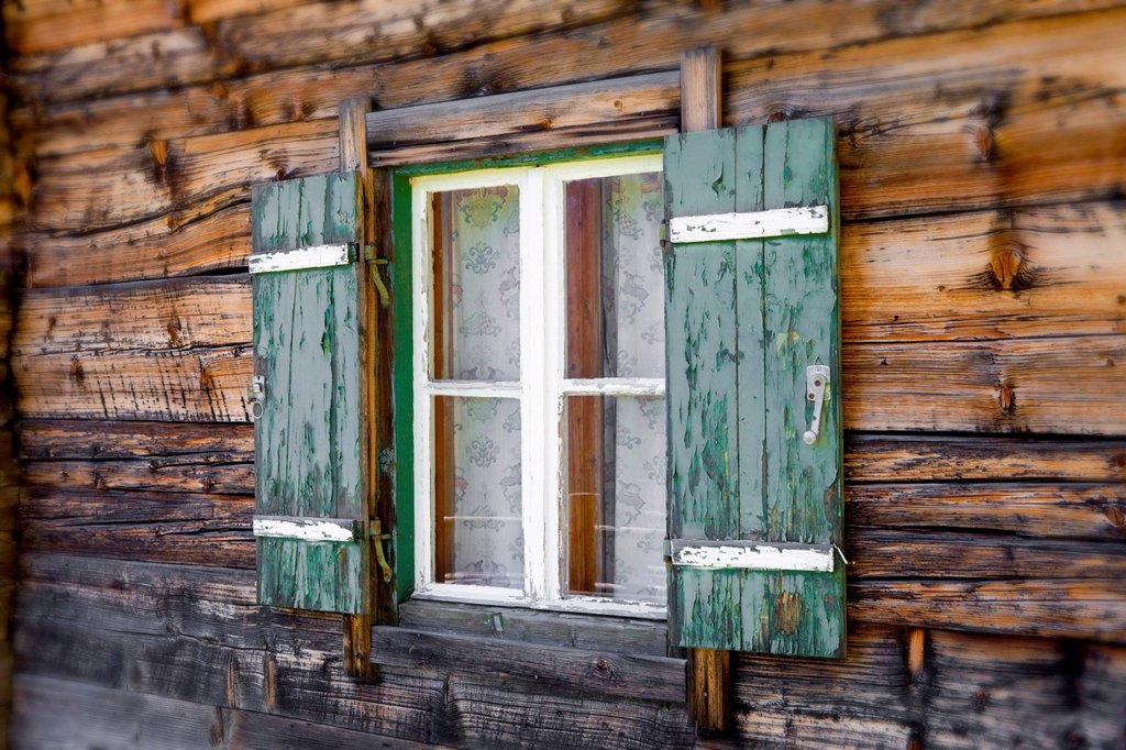Window in a mountain hut, Kammerlingalm, Salzburger Land, Austria, Europe : Stock Photo