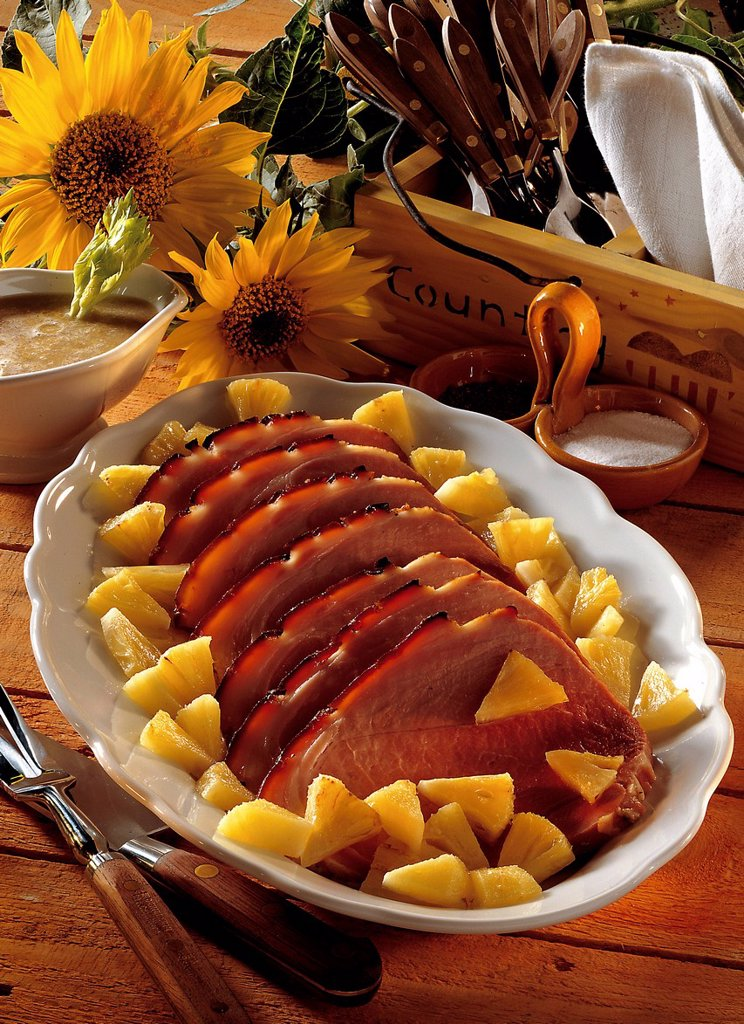 Stock Photo: 1848-564418 Glazed ham roast with pineapples, USA, recipe available for a fee