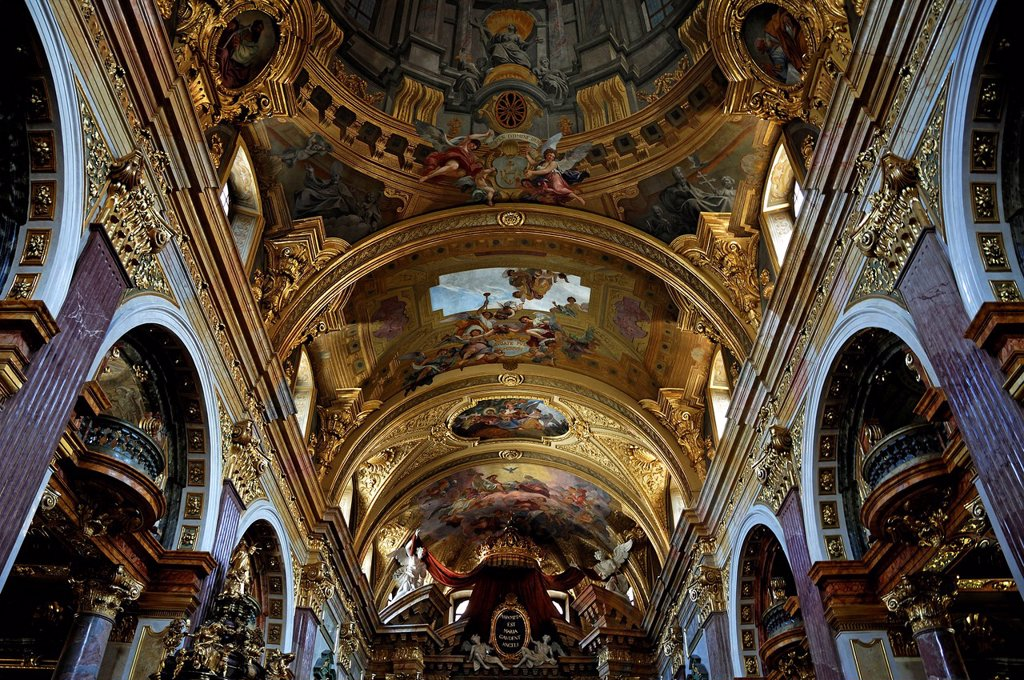 Arched ceiling, ceiling painting, 1703, by Andrea Pozzo, creating a perspective optical illusion, Jesuitenkirche church, Doktor_Ignaz_Seipel_Platz square 1, Vienna, Austria, Europe : Stock Photo