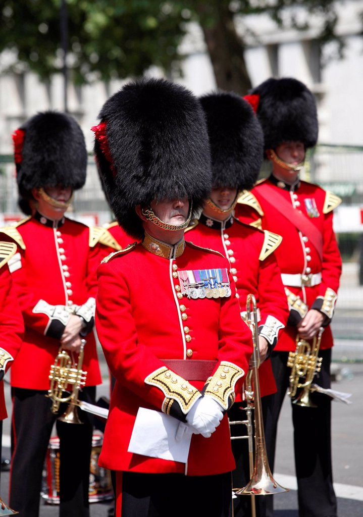 Stock Photo: 1848-567426 Guards wearing bearskin hats, Veterans´ Day in London, commemoration of old war veterans in the centre of London, England, United Kingdom, Europe