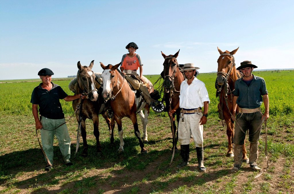 Stock Photo: 1848-567580 Gauchos, Estancia San Isidro del Llano towards Carmen Casares, Buenos Aires province, Argentina, South America