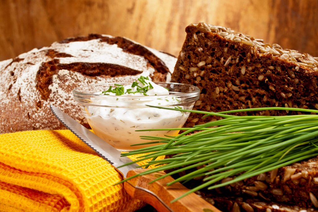 Stock Photo: 1848-567724 Farmer´s style rye bread and dark brown rye bread with cottage cheese and fresh chives