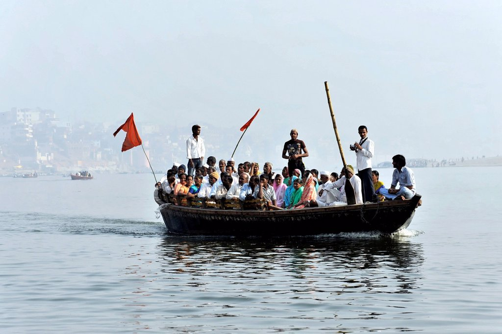 Believers on a boat on the Ganges River, Varanasi, Benares, Uttar Pradesh, India, South Asia : Stock Photo