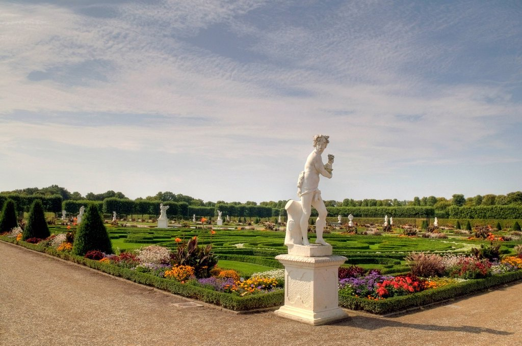 Herrenhausen Gardens, Baroque gardens, established on behalf of Princess Sophie from 1696 to 1714, with Baroque sculptures, Hannover, Lower Saxony, Germany, Europe : Stock Photo