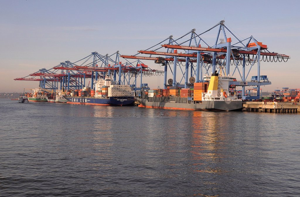 Container ships in the Port of Hamburg, Hamburg, Germany, Europe : Stock Photo