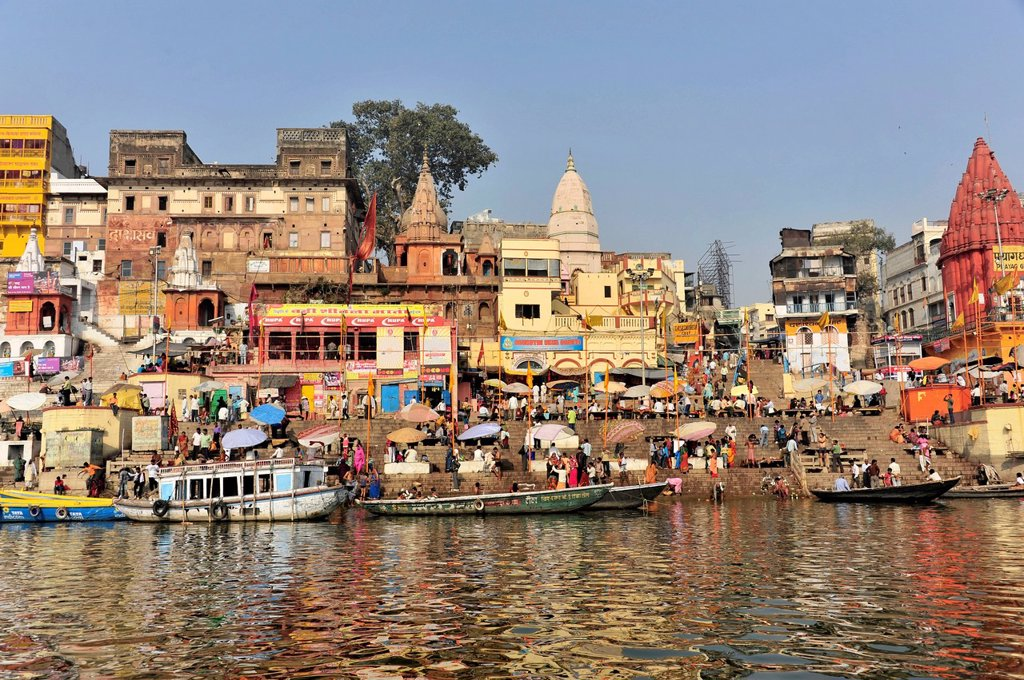 Stock Photo: 1848-569670 Boats and ghats on the Ganges River, Varanasi, Benares, Uttar Pradesh, India, South Asia