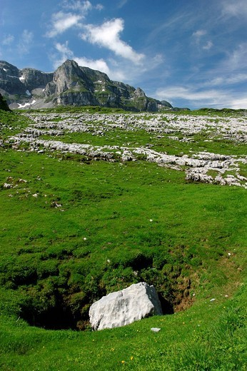 Karst formations with a sinkhole in the foreground on the Glattalp above Muotathal Valley, Switzerland. : Stock Photo