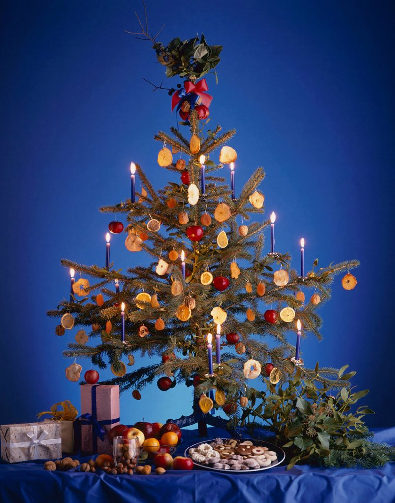 Stock Photo: 1848-569913 Christmas tree, Christmas gifts