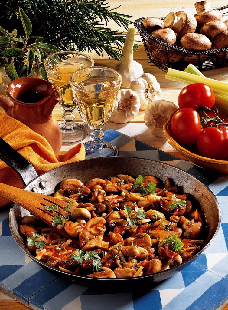 Tuscan garlic mushrooms, Italy, recipe available for a fee : Stock Photo