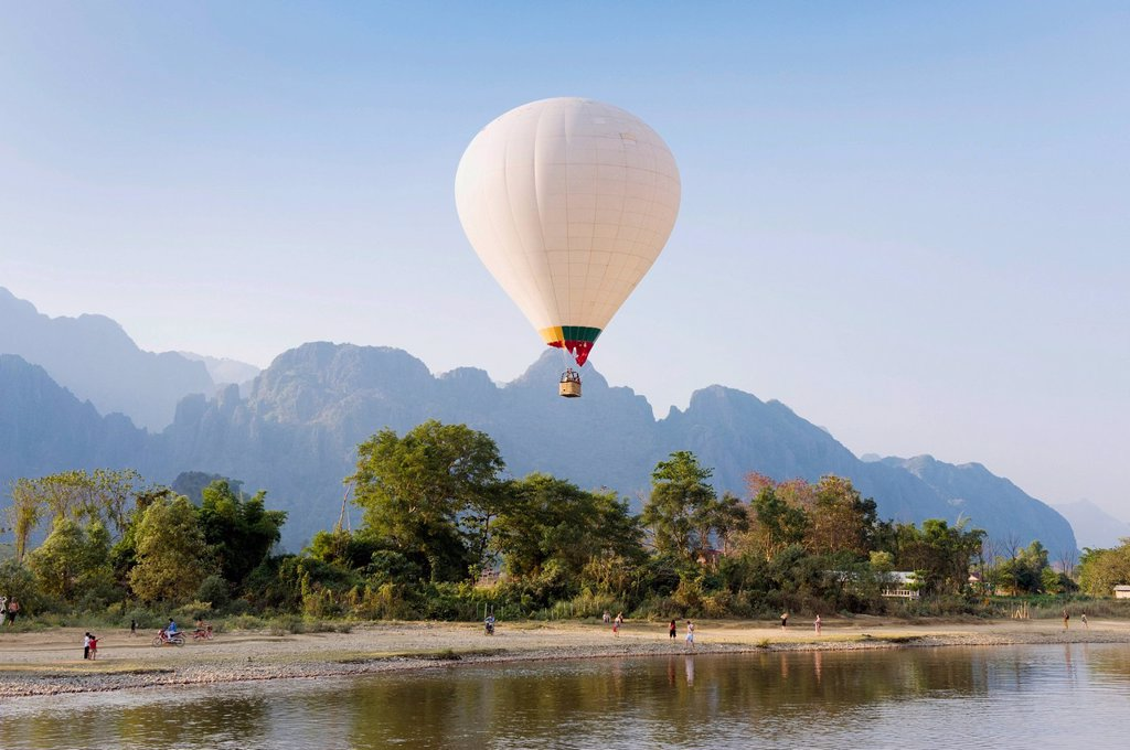 Stock Photo: 1848-570177 Hot air balloon flying over the karst mountains at the Nam Song River, Vang Vieng, Vientiane, Laos, Indochina, Asia