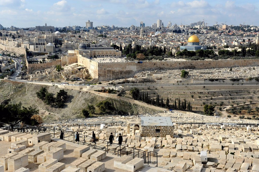 View from the Mount of Olives over the Jewish cemetary towards Al_Aqsa Mosque and the Dome of the Rock, Temple Mount, Old City of Jerusalem, Israel, Middle East, Western Asia, Asia : Stock Photo