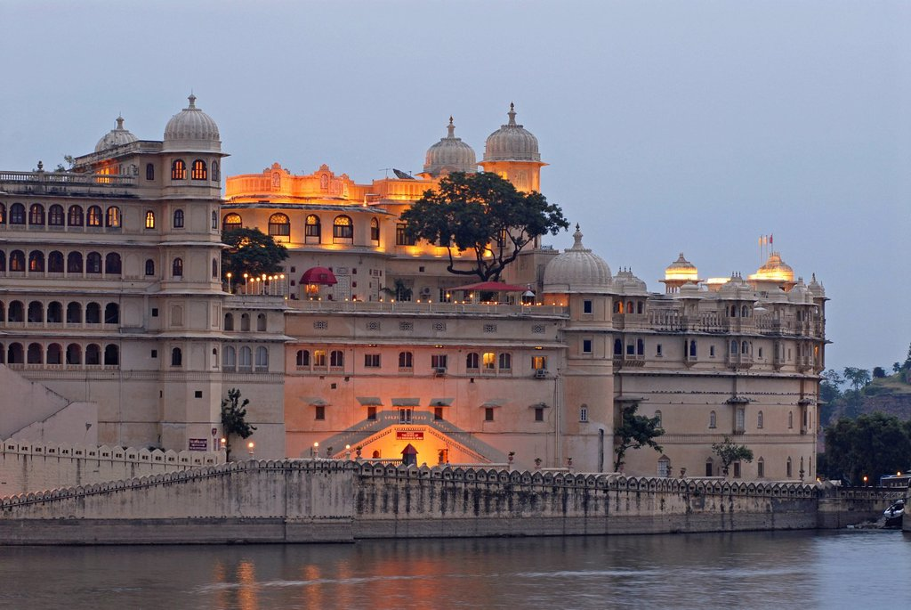 Stock Photo: 1848-570827 City Palace, Maharana of Udaipur, Lake Pichola, Udaipur, Rajasthan, India, Asia