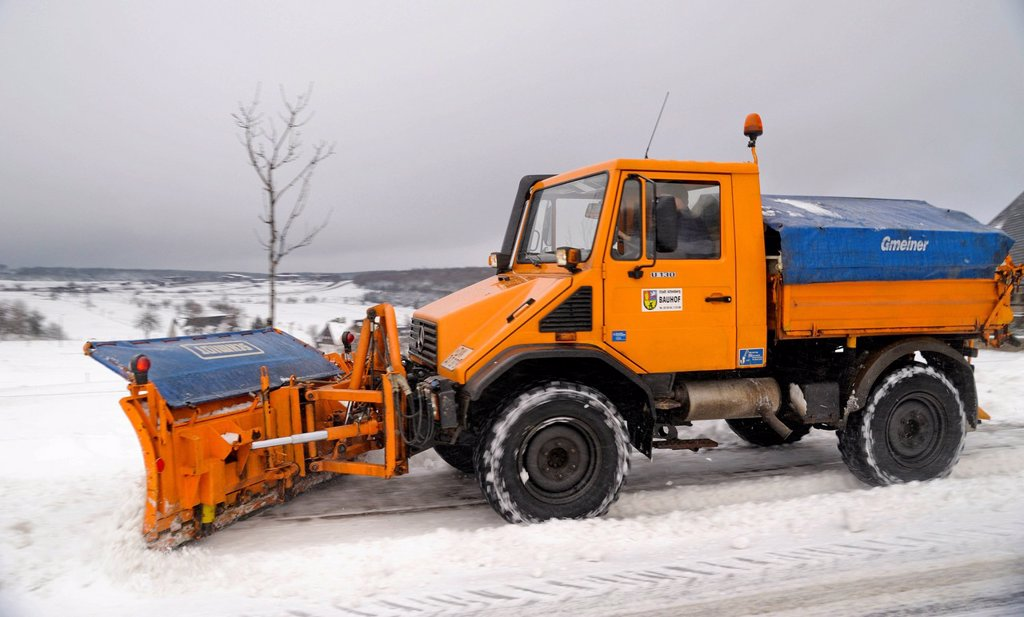 Stock Photo: 1848-570912 Snow removal in Zinnwald, Saxony, Germany, Europe, PublicGround