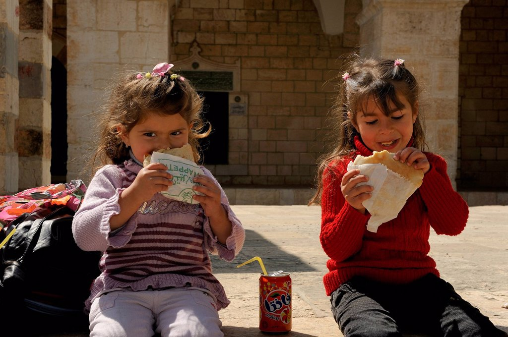 Stock Photo: 1848-572282 Palestinian children eating falafel on the Temple Mount, Muslim Quarter, Old City, Jerusalem, Israel, Middle East
