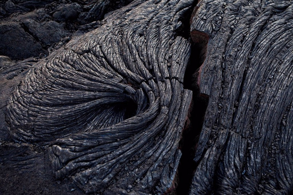 Solidified ropy pahoehoe type lava in Hawai´i Volcanoes National Park, Hawai´i, USA : Stock Photo
