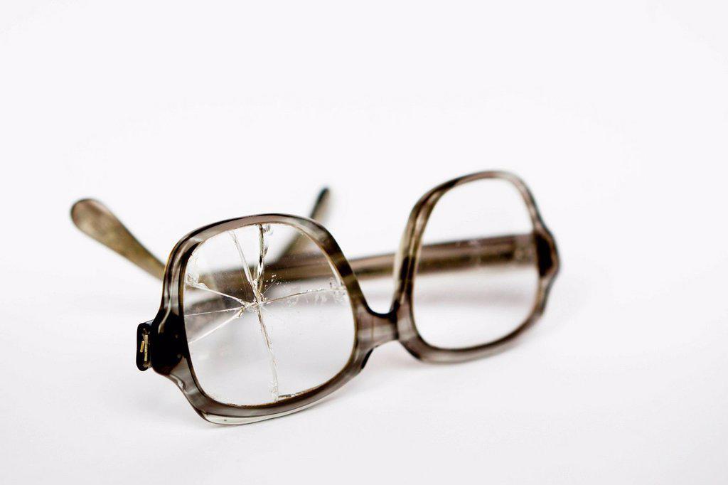 Old broken glasses : Stock Photo