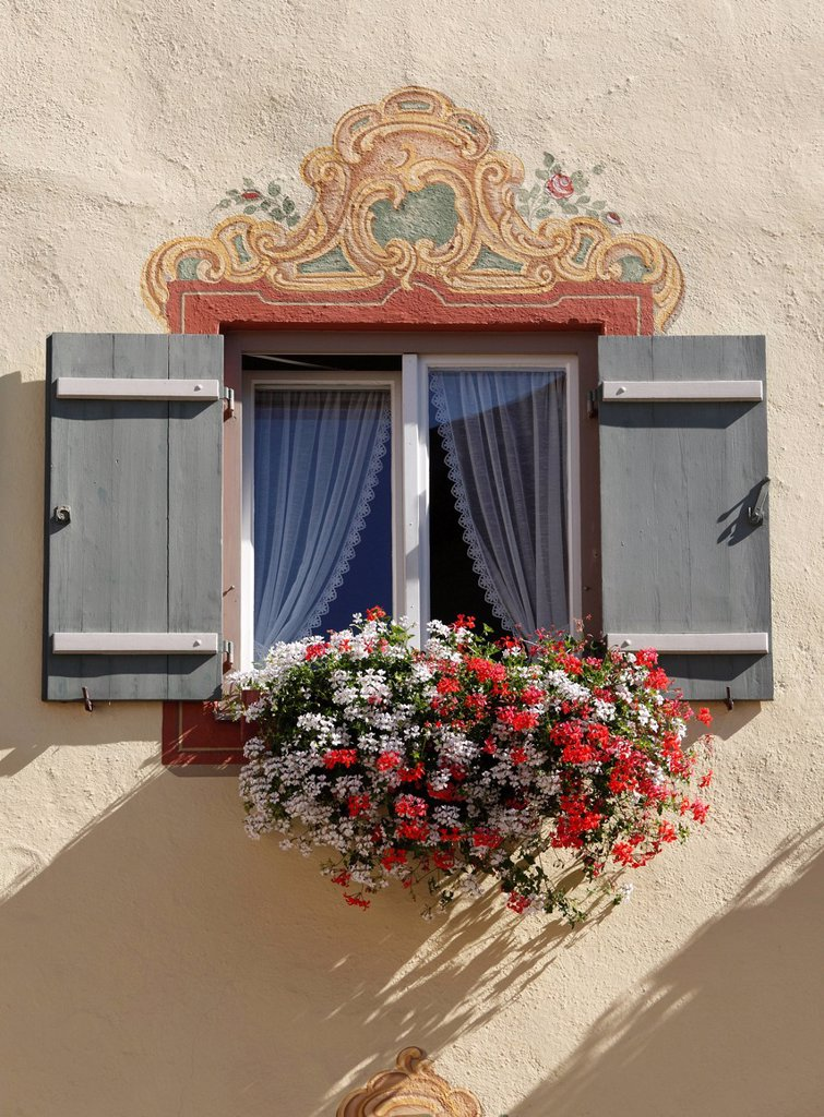 Stock Photo: 1848-575285 Window with Lueftlmalerei, frescoes on facade, and geraniums, Neubeuern, Inn Valley, Chiemgau region, Upper Bavaria, Bavaria, Germany, Europe