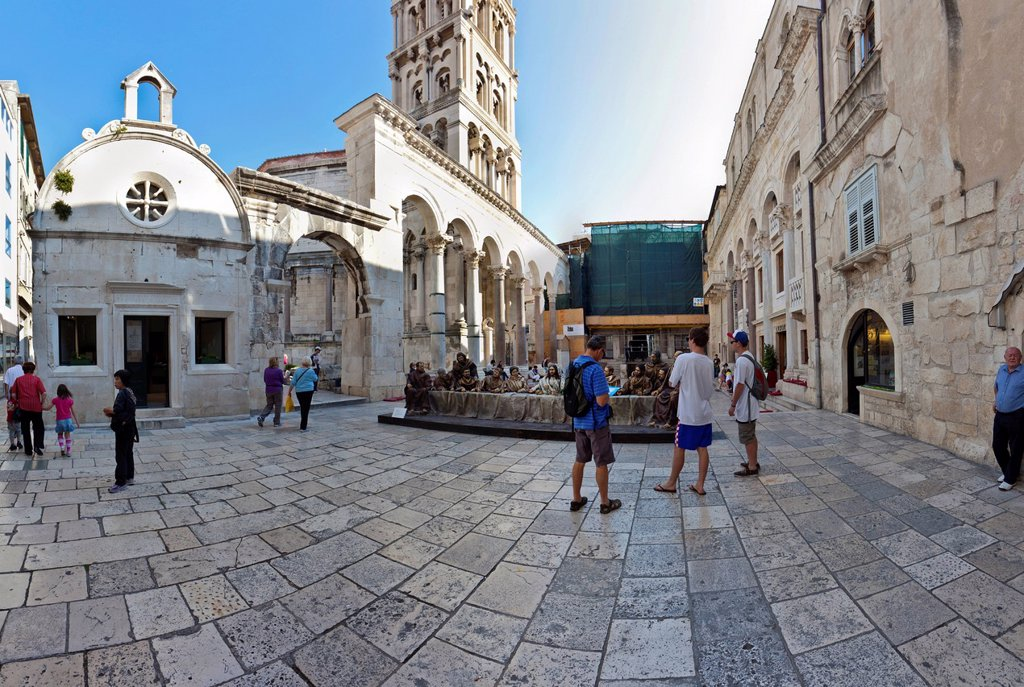 Stock Photo: 1848-575757 Diocletian´s Palace, square between Peristyle and the Cathedral, sculpture of Christ and the 12 apostles at the Last Supper, historic town centre, Split, Central Dalmatia, Dalmatia, Adriatic coast, Croatia, Europe, PublicGround