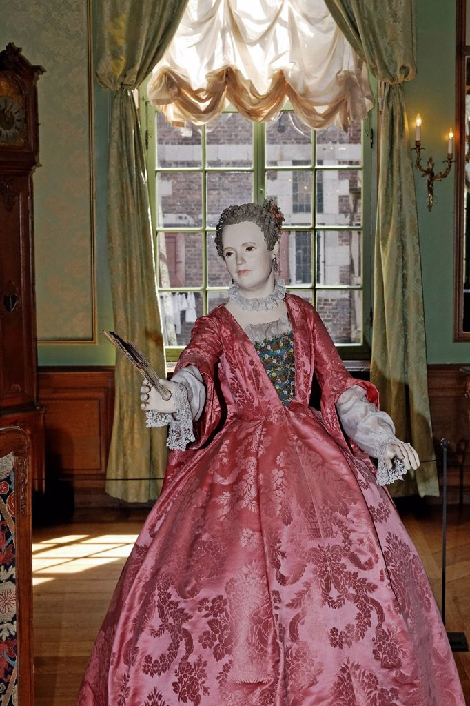 Female mannequin dressed in Rococo style, in a salon, 18th Century, Kasteel Hoensbroek, Limburg, The Netherlands, Europe : Stock Photo