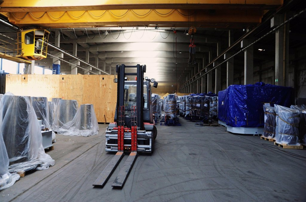Stock Photo: 1848-577688 Warehouse with palettes to be transported by forklift truck or crane onto trucks or ships, Nuremberg, Bavaria, Germany, Europe