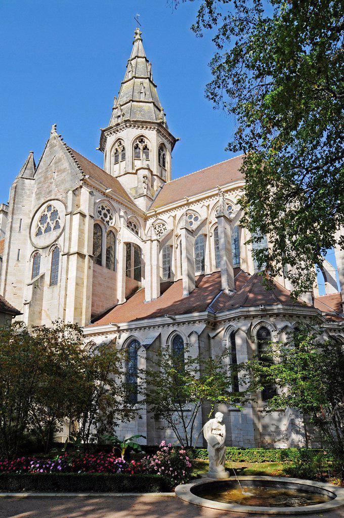 Stock Photo: 1848-577746 Notre_Dame Church, village, municipality, Semur_en_Auxois, Dijon, Cote_d´Or, Bourgogne, Burgundy, France, Europe, PublicGround