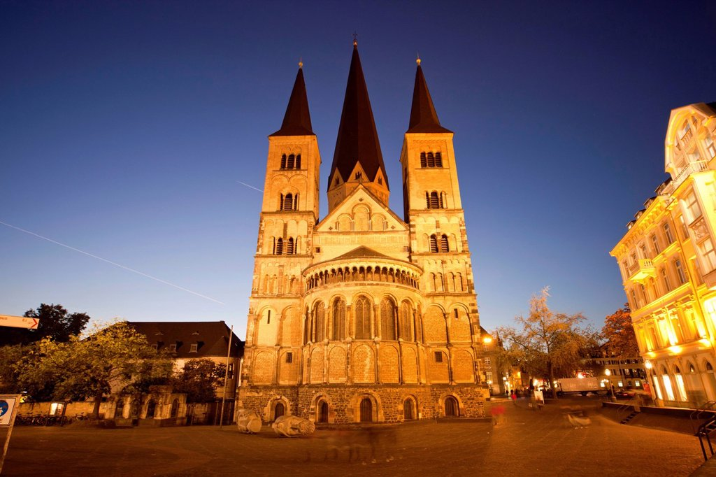 Stock Photo: 1848-580180 Bonn Minster at night, Bonn, North Rhine_Westphalia, Germany, Europe