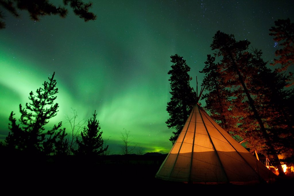 Stock Photo: 1848-580521 Illuminated teepee, tipi, tepee, Northern lights, Polar Aurorae, Aurora Borealis, green, near Whitehorse, Yukon Territory, Canada