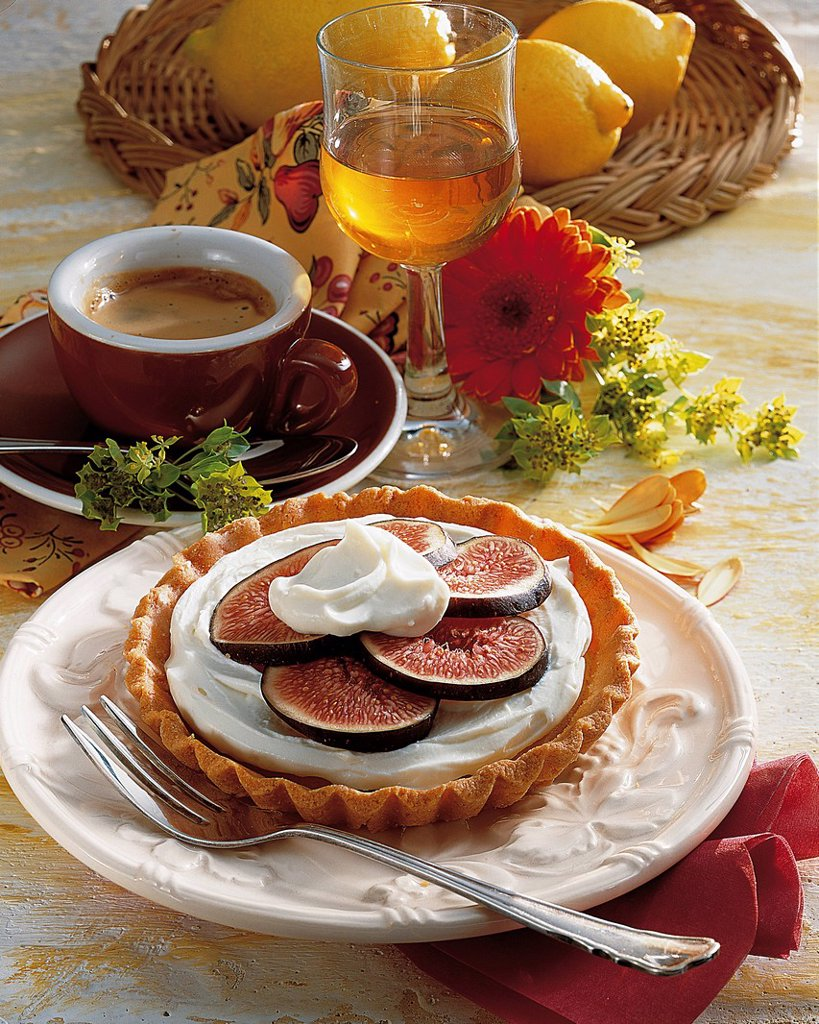 Stock Photo: 1848-580703 Sweet fig tartlets, Italy, recipe available for a fee