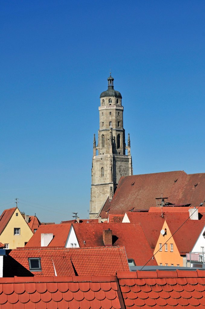Stock Photo: 1848-582370 Protestant Church of St. George with the 89.5 m high church steeple, also known as Daniel tower, Noerdlingen, Donau_Ries, Bavarian Swabia, Bavaria, Germany, Europe, PublicGround