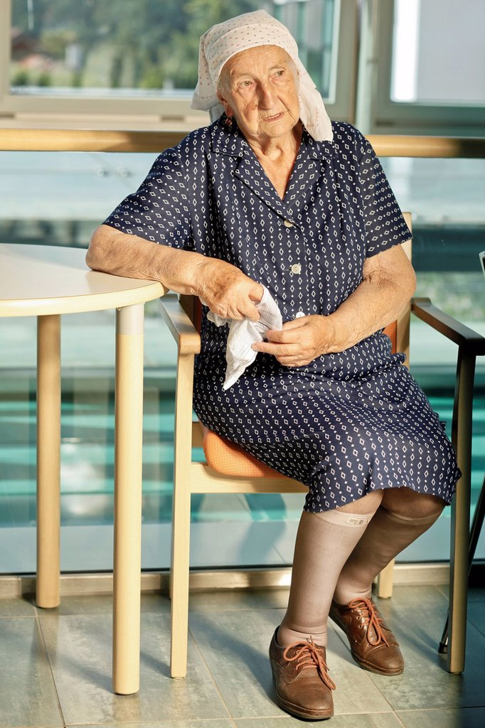 Stock Photo: 1848-583896 Elderly woman in a retirement home, nursing home