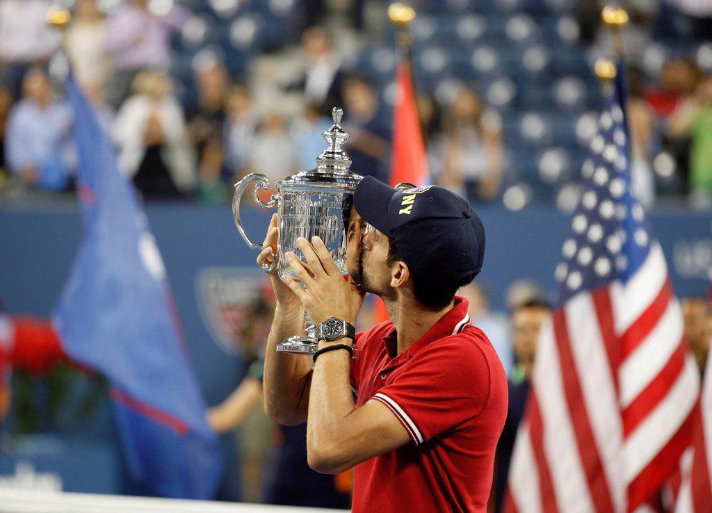 Awards ceremony, Novak Djokovic, SRB, winner of the men´s final kissing his trophy, ITF Grand Slam tennis tournament, U.S. Open 2011, USTA Billie Jean King National Tennis Center, Flushing Meadows, New York, USA : Stock Photo
