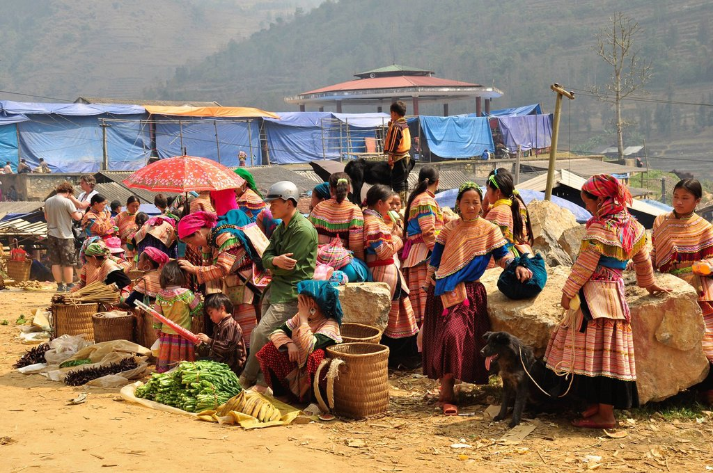 Stock Photo: 1848-588609 Market, members of the Flower Hmong ethnic minority, Can Cau, Northern Vietnam, Vietnam, Southeast Asia, Asia