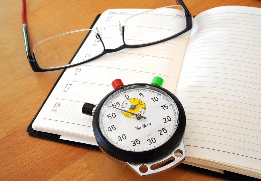Stock Photo: 1848-590661 Stopwatch, calendar and a pair of glasses