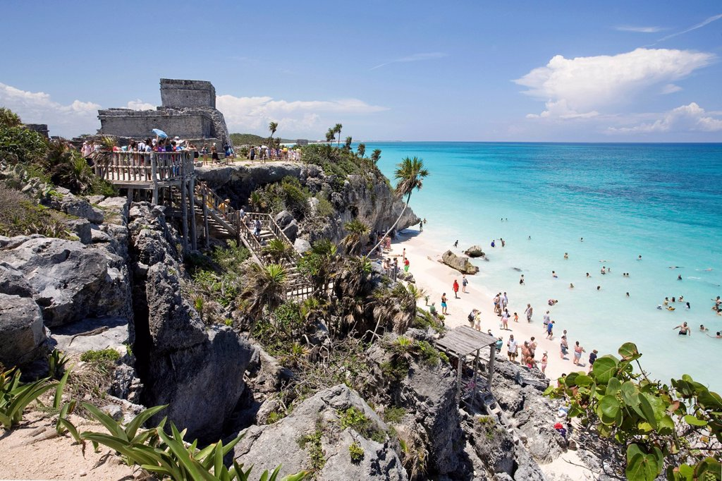 People on the beach at the Mayan ruins of Tulum, State of Quintana Roo, Mexico, North America : Stock Photo