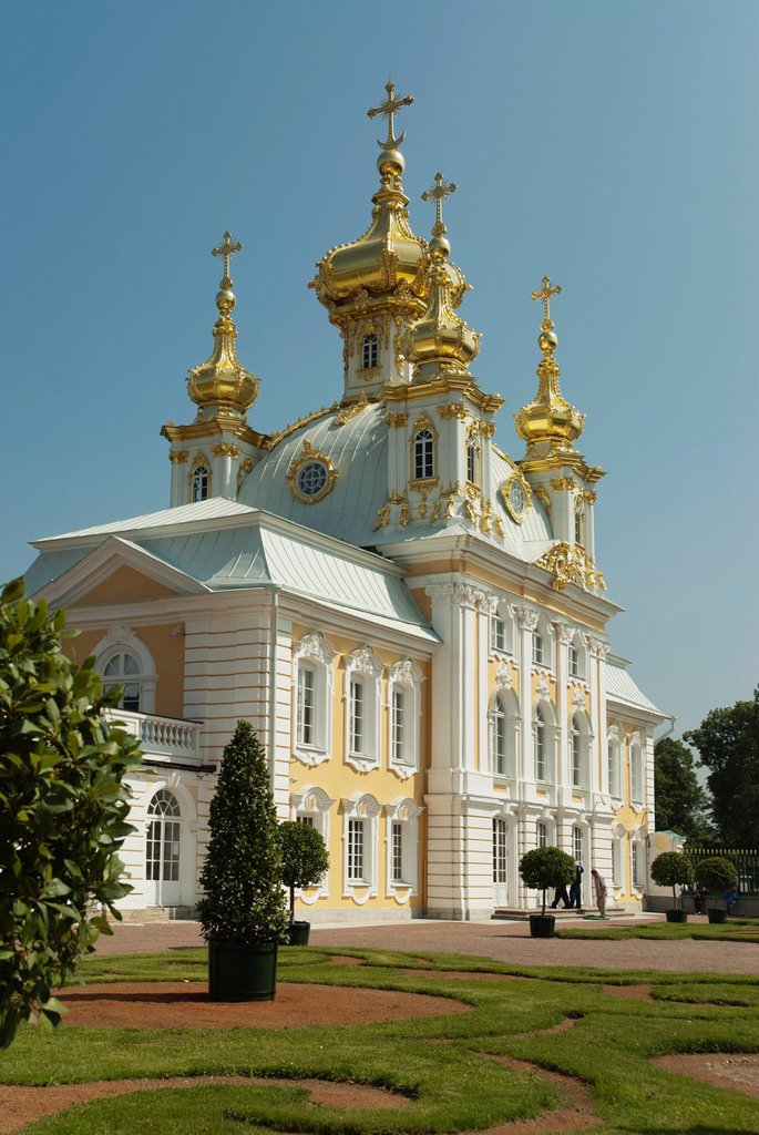 Stock Photo: 1848-591436 East Chapel, one of a pair flanking the central buildings of Peterhof Palace, St. Petersburg, Russia