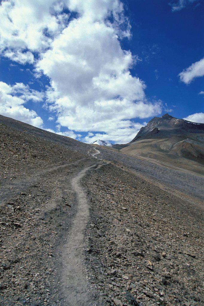 Path leading to Mt Sisir La or Sisir Pass, Zanskar, Ladakh, Jammu and Kashmir, Indian Himalayas, North India, India, Asia : Stock Photo