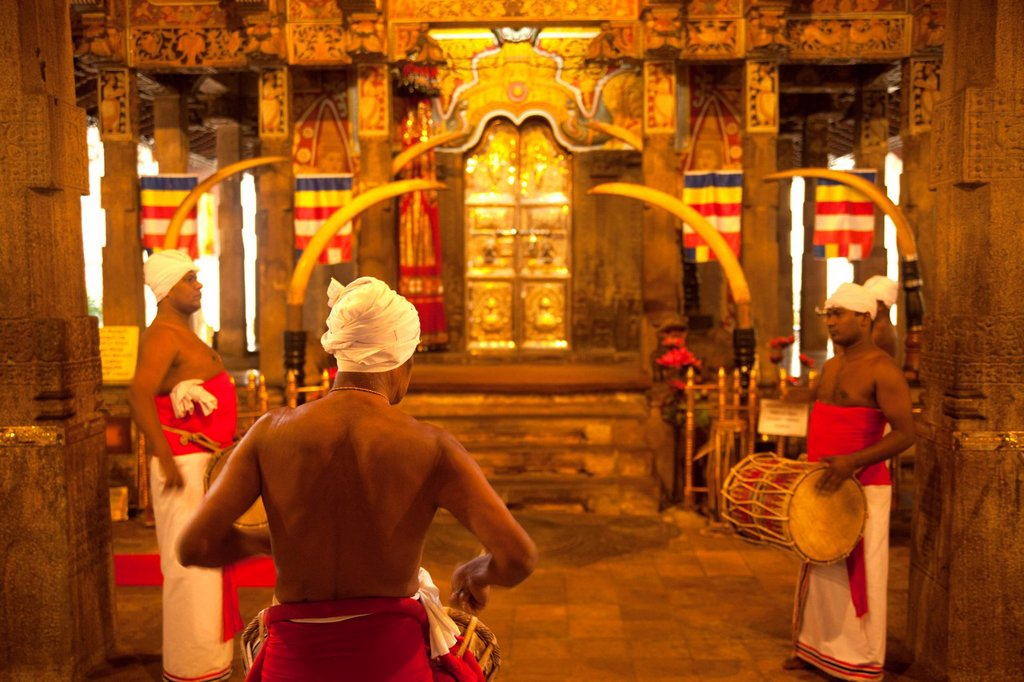 Stock Photo: 1848-594366 Drummers during a ceremony at the Temple of the Tooth, also known as Sri Dalada Maligawa, Kandy, Sri Lanka, Indian Ocean